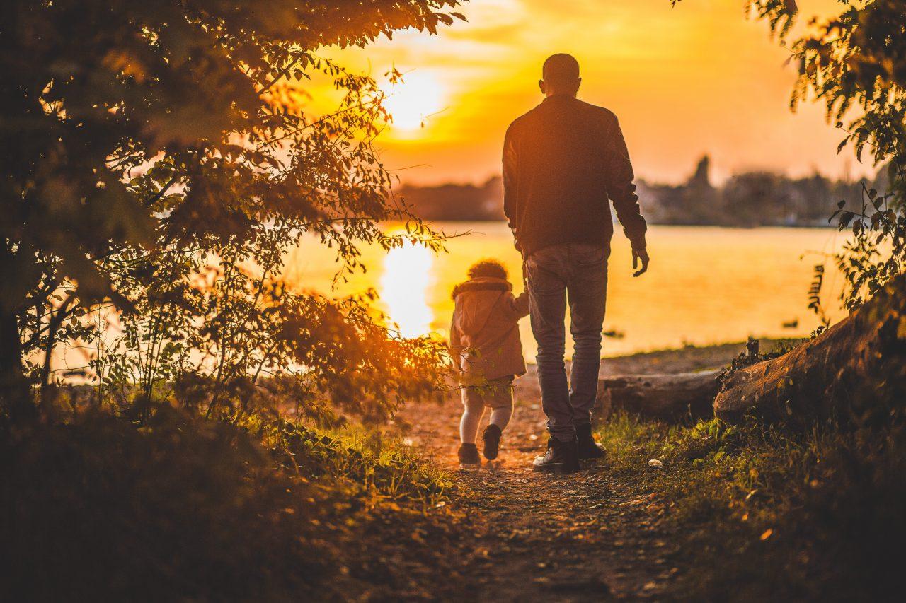 https://strugglingwithaddiction.com/wp-content/uploads/2020/03/child-parent-using-drugs-88-1280x853.jpg