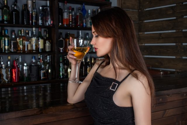 alcohol-damages-skin-reasons-to-quit-drinking