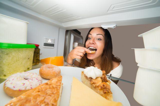 binge-over-eating-junk-food-addiction-eat-out-healthy-diet-drugs