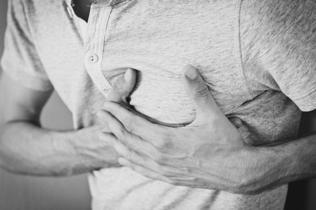 drug-overdose-chest-pain-death-opioid-epidemic-find-addiction-treatment